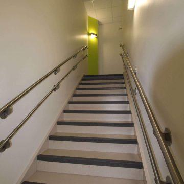revêtements pour escaliers dans une crèche par brochard peinture