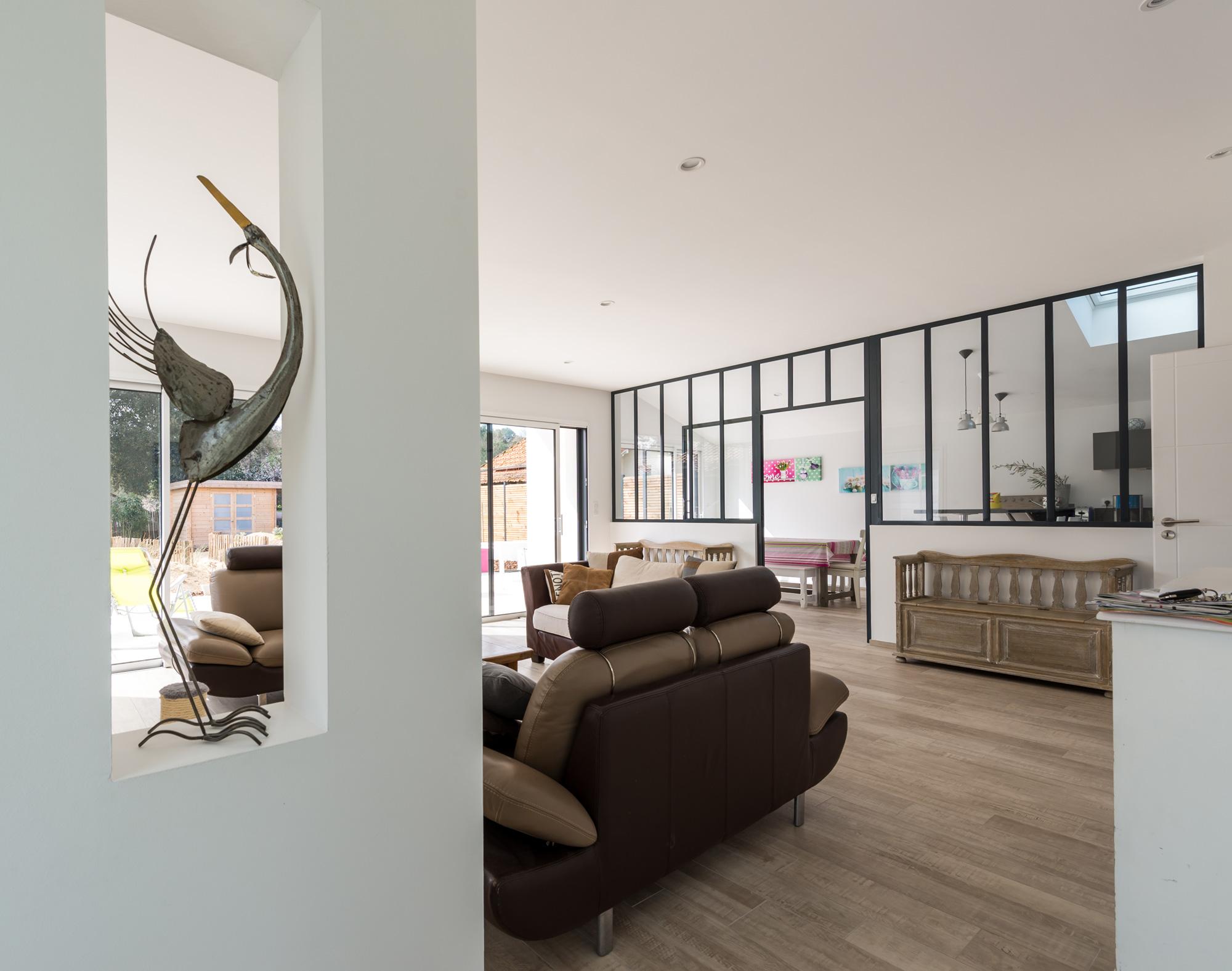 deco maison neuve maison neuve toit plat chambre maitre moderne de bain chambre des maitres. Black Bedroom Furniture Sets. Home Design Ideas